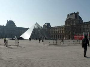 Look at the crowd on a Tuesday! Perfect way to see the Louvre and Palais-Royal without the crowds.